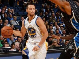 A vitória sobre o Magic foi definida quando faltavam dois segundos para o fim da partida, quando Stephen Curry acertou lindo arremesso de três e colocou o time na frente no placar