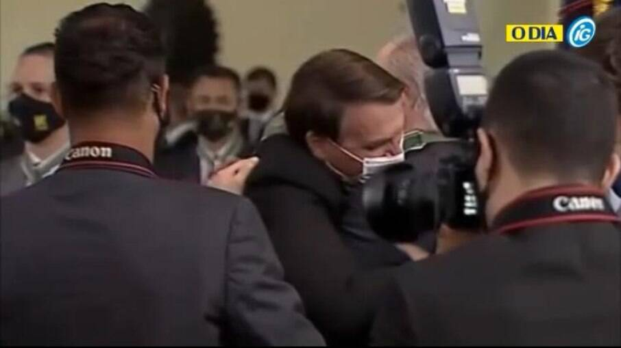 Bolsonaro abraçando calorosamente o PGR, Augusto Aras