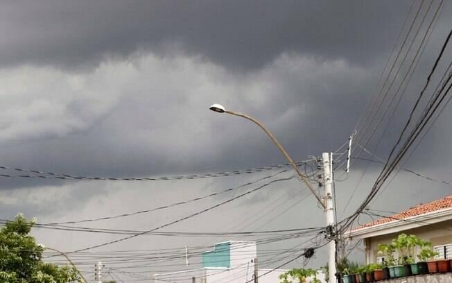 Tera-feira tem previso de chuva com risco de temporais