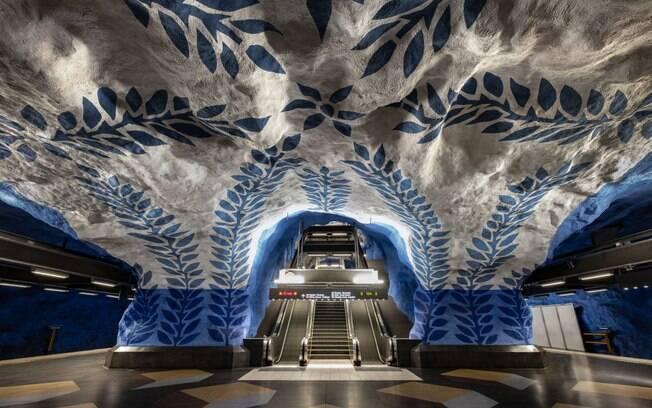 Conhecido por ser a galeria de arte mais longa do mundo, o metrô de Estocolmo é referência na Suécia e até na Europa