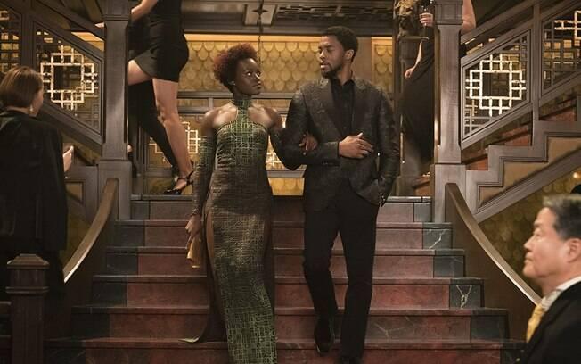 Lupita e Chadwick em cena de Pantera Negra