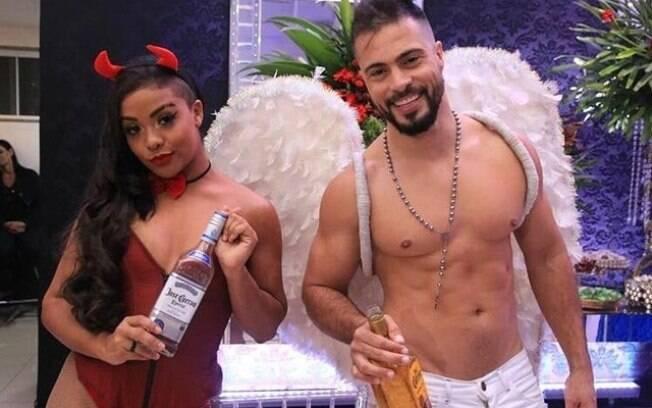 Dançarinos usavam fantasias e serviam tequila aos advogados