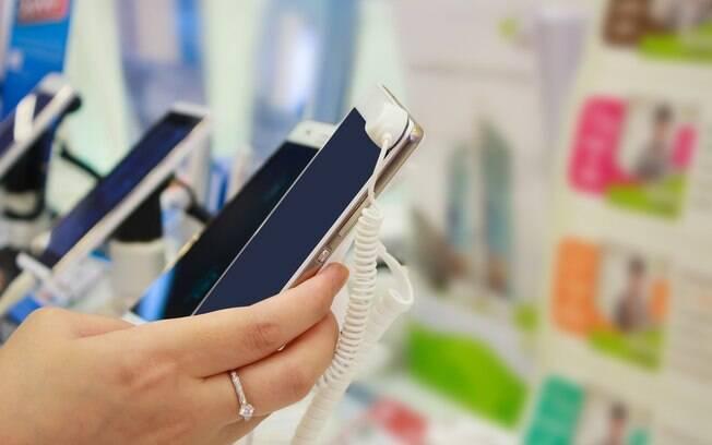 Ao contrário do restante do mundo, no Brasil, as vendas de celulares sem acesso à internet estão caindo