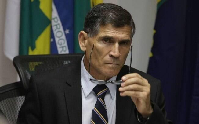 Hoje, o general Carlos Alberto dos Santos Cruz defendeu que os militares não façam parte da reforma da Previdência