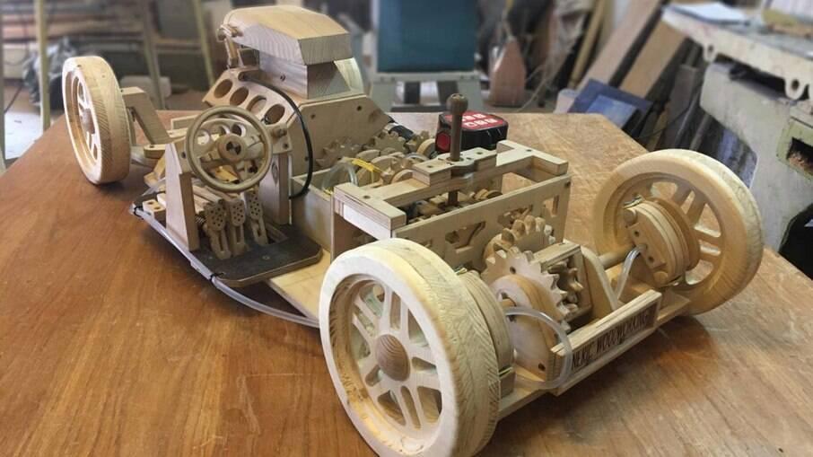 Além do motor, cada componente mecânico é 100% funcional como o câmbio manual, de três marchas