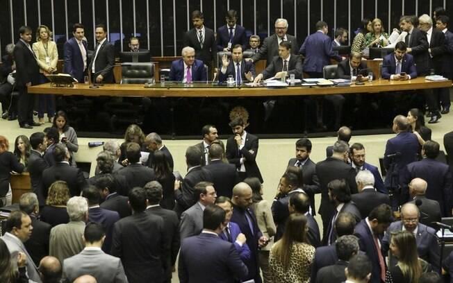 Após votação simbólica do texto-base, deputados negaram todos os destaques do PL