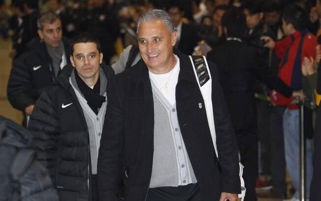 Tite desembarca com a equipe do Corinthians  na capital japonesa