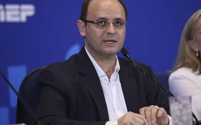 O ministro da Educação, Rossieli Soares, fez avaliação do primeiro dia do Enem 2018 e diz que logística funcionou bem e que taxa de abstenção foi a mais baixa desde 2009