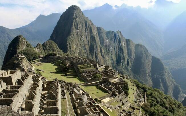 Machu Picchu, também conhecido como cidade perdida dos incas, é um paraíso histórico nas montanhas do Peru
