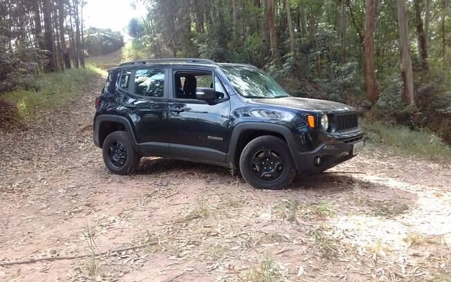 Jeep Renegade Custom Diesel: versão mais simples 4x4 com motor a diesel vai bem em caminhos de terra mata adentro