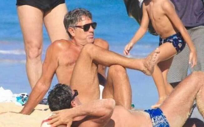 Renato Gaúcho foi abordado por policiais em praia