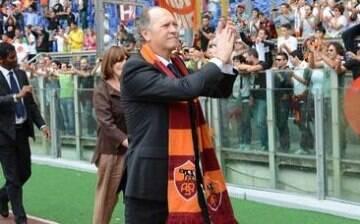 Ídolo da Roma, Falcão faz apelo em defesa de novo estádio do clube italiano