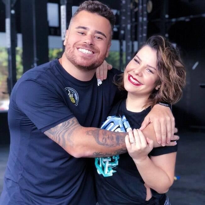 O personal trainer Bruno d'Orleans posa ao lado de Fernanda Souza