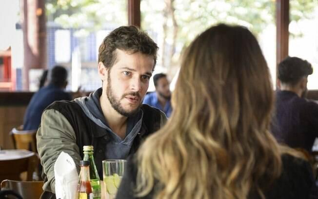 Giovanni pede que Bruna mantenha segredo sobre ataque que sofreu