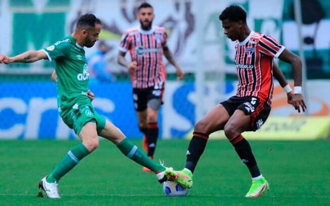 Quem não faz... São Paulo perde gols e fica no empate com a Chapecoense