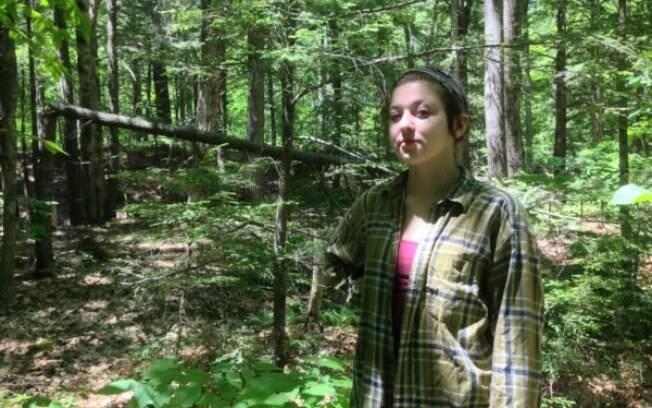 Rachel Borch viu uma poça de lama ao seu lado e percebeu ali a chance de se livrar do guaxinim