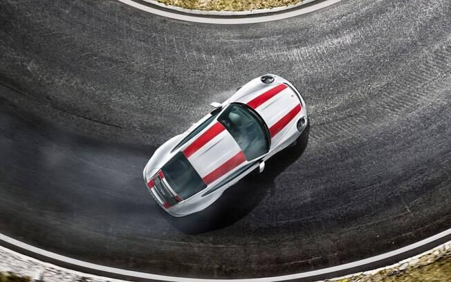 Em curvas de alta velocidade, as rodas traseiras viram na mesma direção que as dianteiras