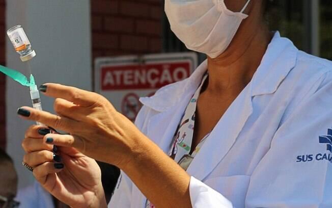 Estudo mostra que é necessário 40,6% de cobertura vacinal para controlar pandemia