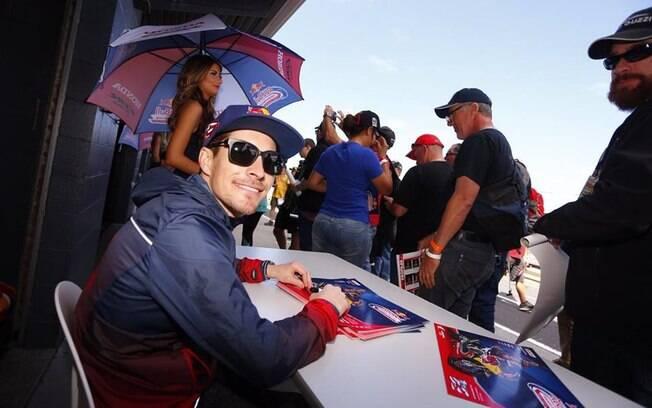 Nicky Hayden, campeão da MotoGP em 2006, foi atropelado por um carro enquanto treinava de bicicleta