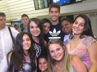 Torcedoras e fãs foram até Confins se despedir do volante Lucas Silva, que vai para o Real Madrid
