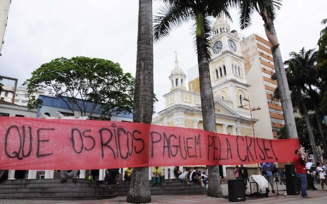 Movimentos sociais também organizaram ato pró-Dilma no interior de São Paulo, em Sorocaba. Foto: Miguel Pessoa/Futura Press - 3.10.15