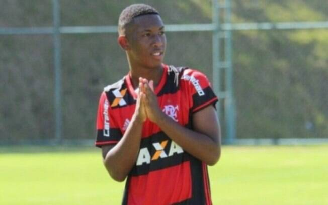 Sobrevivendo de tragédia assinou contrato com Flamengo
