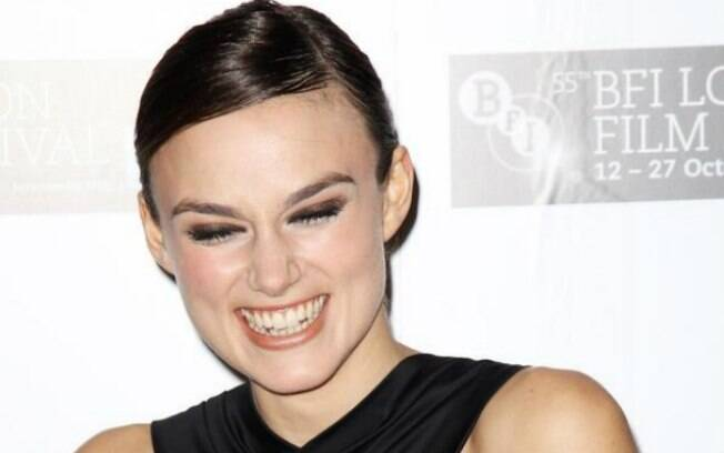 Os dentes imperfeitos de Keira Knightley não roubam a beleza do sorriso da atriz e modelo britânica