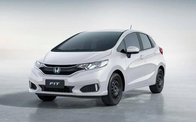 Honda Fit Personal vem apenas com o essencial, Rodas são de aço pintado sem calotas. Mas há luz diurna de LED no para-choque