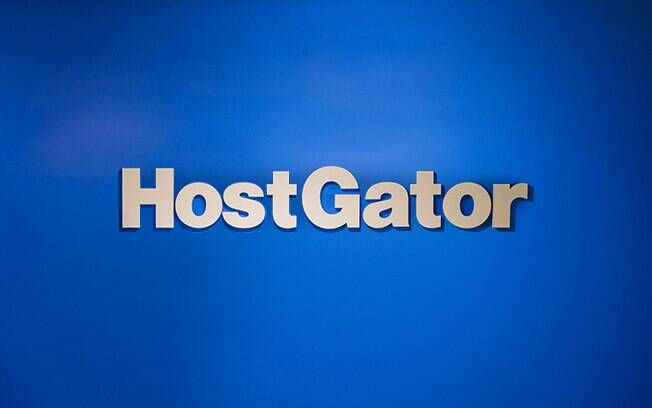 A HostGator é uma empresa de hospedagem de sites com marca confiável e consolidada