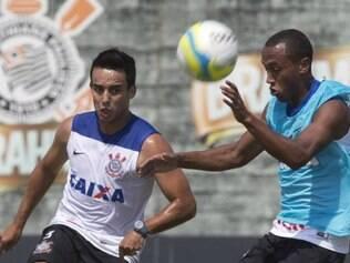 Jadson volta aos planos de Mano Menezes após ficar fora de clássico com o São Paulo