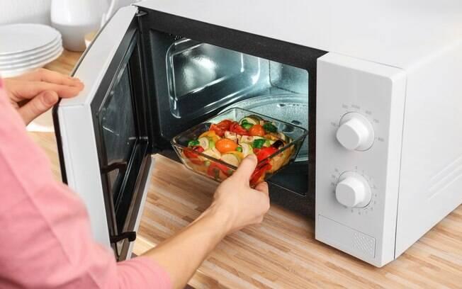 Receitas de micro-ondas são fáceis e rápidas, ideais para correria e para quem não entende de cozinha