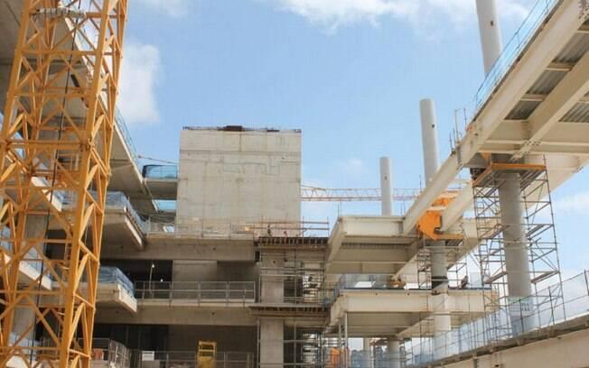 Vista parcial das construções internas do  estádio corintiano