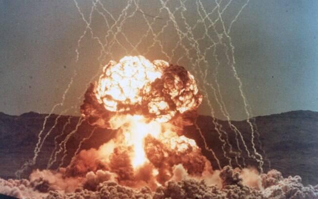 Teste nuclear realizado em abril de 1055 no estado de Nevada, nos Estados Unidos