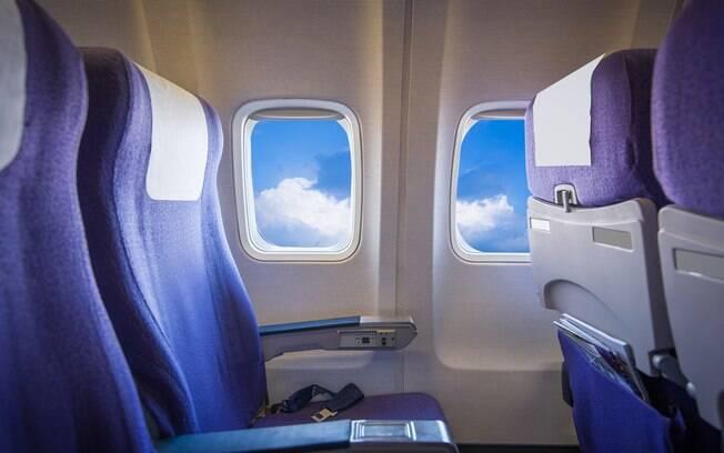 Inofensivos à primeira vista, os bolsos dos assentos estão cheios de objetos sujos. Não os use na viagem de avião