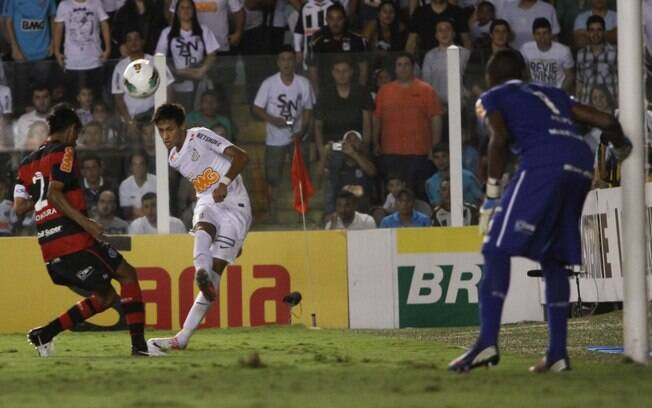 Neymar voltou ao time do Santos contra o  Flamengo após servir a seleção brasileira