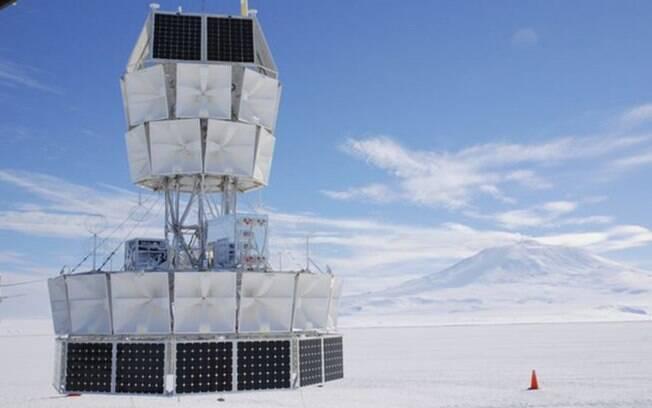 Os especialistas usaram um balão gigante para transportar a chamada Antarctic Impulsive Transient Antenna