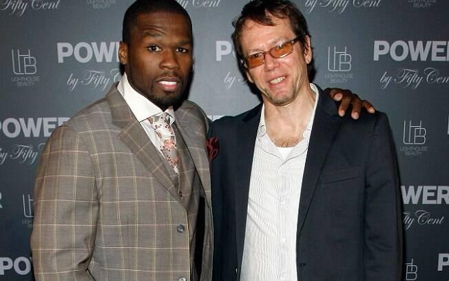 Robert Greene ao lado de Curtis Jackson, o rapper 50 Cent, com quem escreveu a biografia