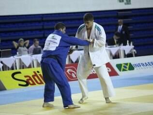 Bettoni (de branco) quer ir bem nas competições deste ano para assegurar uma vaga no Rio 2016