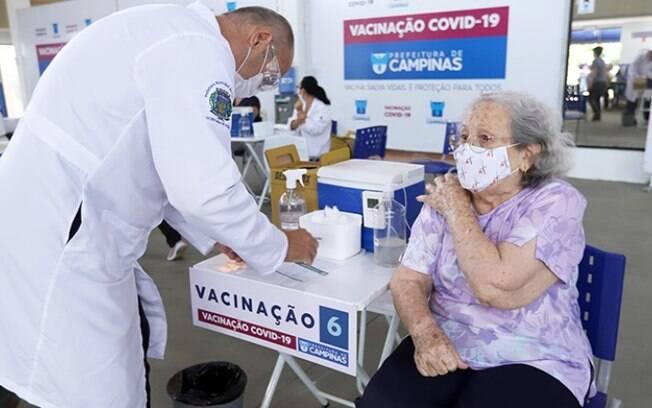 Campinas aplicou 1ª dose em todos os idosos com mais de 85 anos
