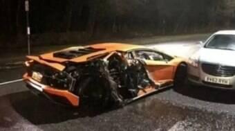 Jogador destrói Lamborghini de R$ 2,5 milhões e perde licença
