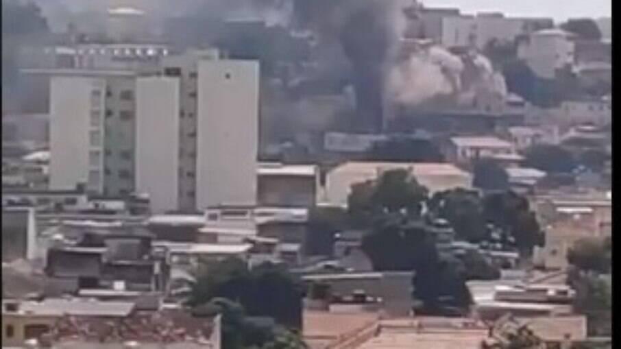 Prédio no Engenho Novo, Zona Norte do Rio, pega fogo