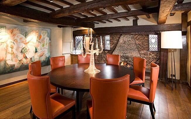 Uma das salas de jantar da Whornes Place, nome da propriedade que Angelina Jolie e Brad Pitt compraram no exclusivo bairro de Richmond