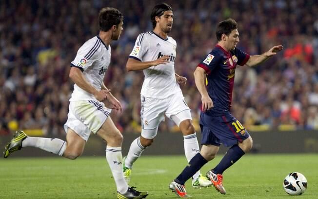 A série de vitórias acabou na sétima rodada,  no clássico contra o Real Madrid. Com dois gols de  Messi e dois de Cristiano Ronaldo, rivais  empataram