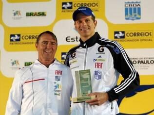 Cesar Cielo recebeu troféu pelo melhor índice técnico nos 50m livre
