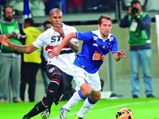 Grande fase. Nem Everton Ribeiro, que se destacou no Brasileiro passado, conseguiu ajudar o Cruzeiro a vencer o São Paulo em casa