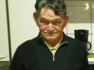 Antonio Vieira da Silva, de 84 anos, antes da cirurgia. Ele precisou tirar o olho, mas diz que se conformou por causa do risco de o câncer se espalhar