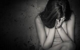 Jovem de 15 anos denuncia suposto estupro por oito homens durante festa em Goiás