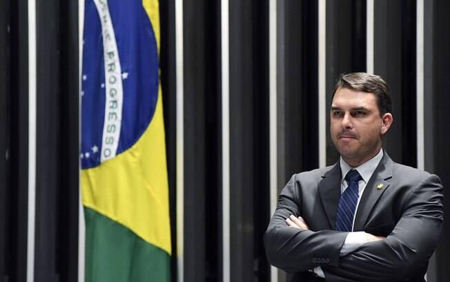 Mulher do senador Flávio Bolsonaro (PSL-RJ) acredita que teve o celular invadido por ataque hacker