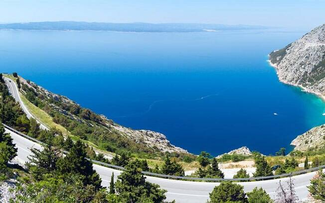 Um dos locais mais procurados do Leste Europeu, a Adriatic Highway tem uma linda vista do Mar Adriático.