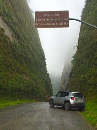 Início da Serra do Corvo Branco. Repare nos paredões de 90 metros de altura